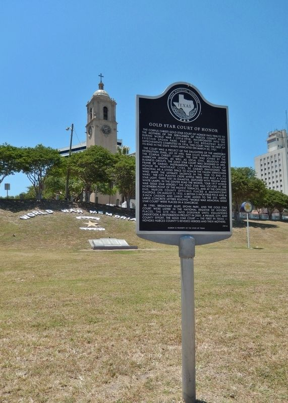 Gold Star Court of Honor Marker (<i>tall view</i>) image. Click for full size.