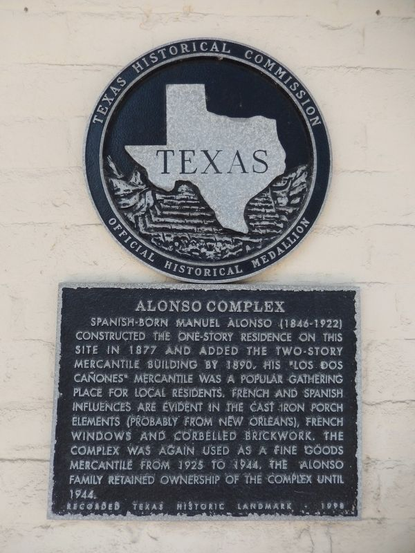 Alonso Complex Marker (<i>tall view; showing Texas Historical Medallion</i>) image. Click for full size.