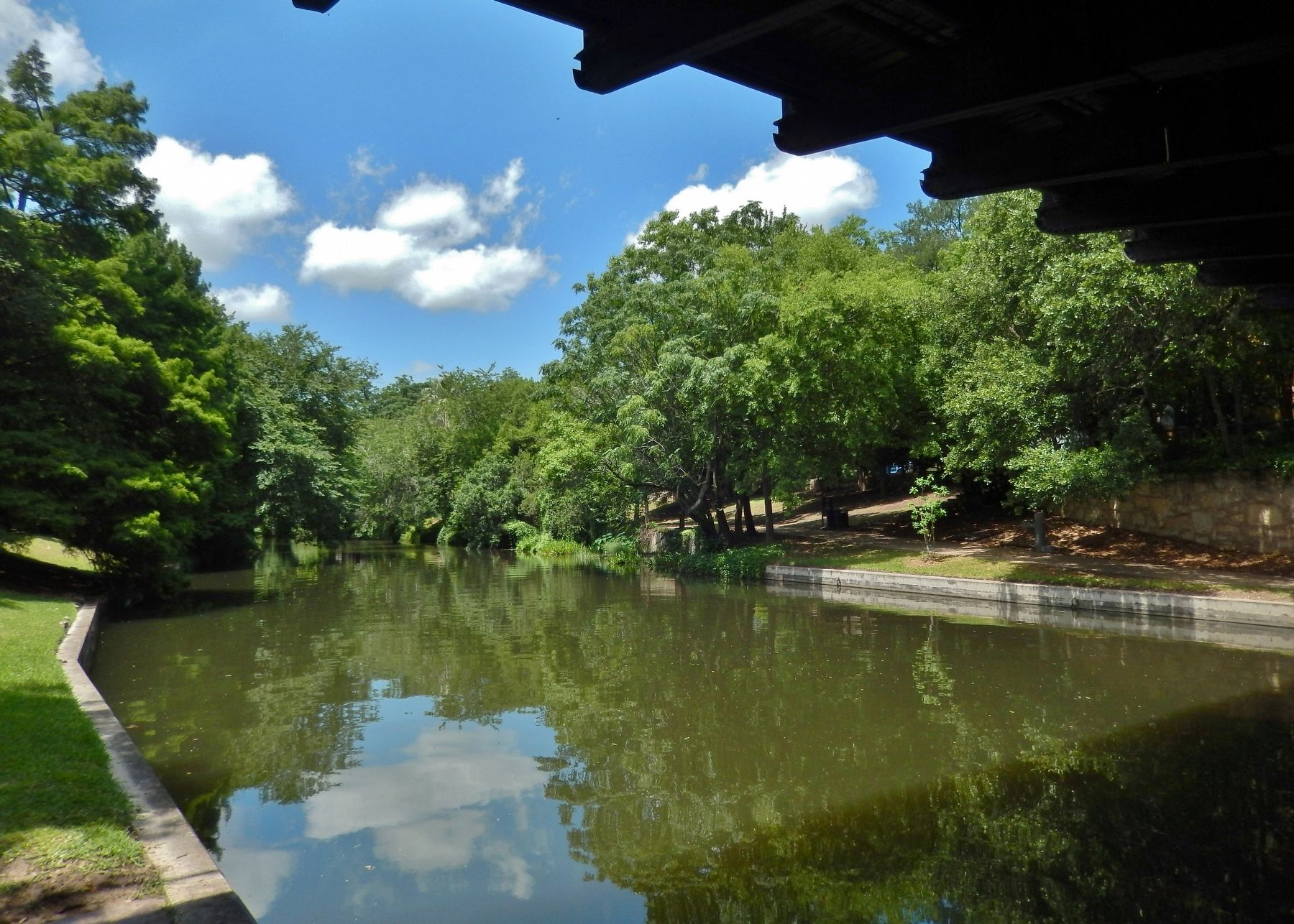 San Antonio River from under Arsenal Street Bridge (<i>view from near marker and mill site</i>) image. Click for full size.