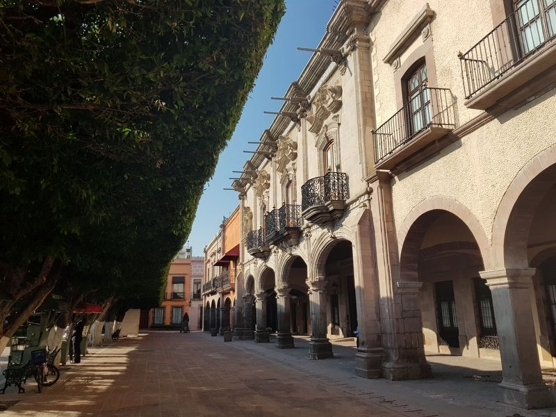 The Casa de Ecala in the Plaza de Armas image. Click for full size.