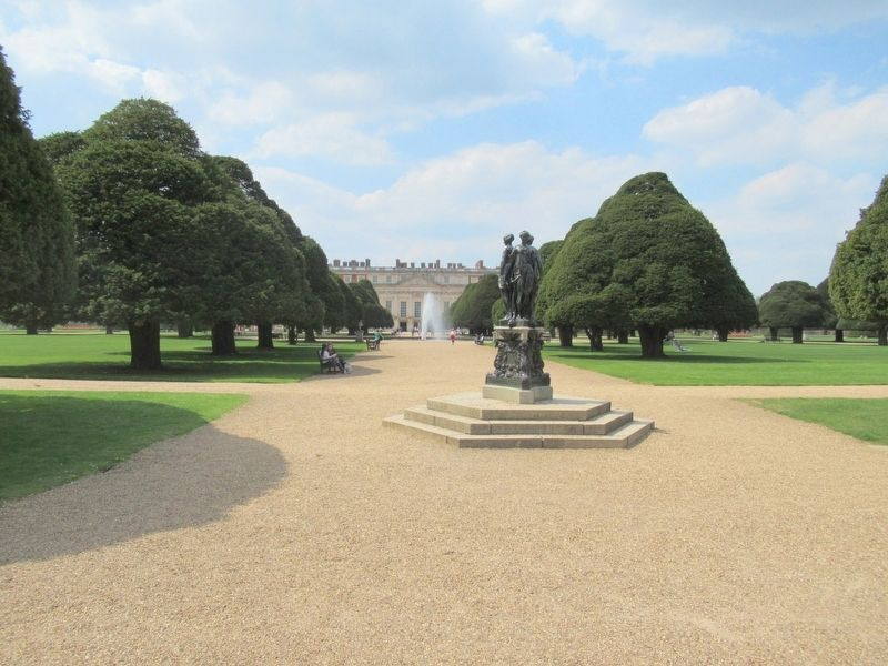 The Great Fountain Garden and Hampton Court Palace image. Click for full size.