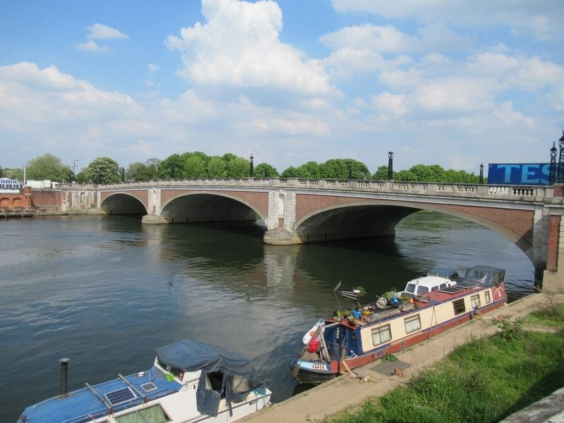 Boats on the River Thames and Hampton Court Bridge near the Marker image. Click for full size.
