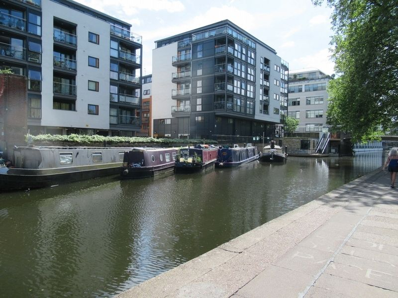 Regent's Canal image. Click for full size.