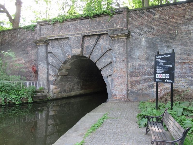 Islington Tunnel image. Click for full size.