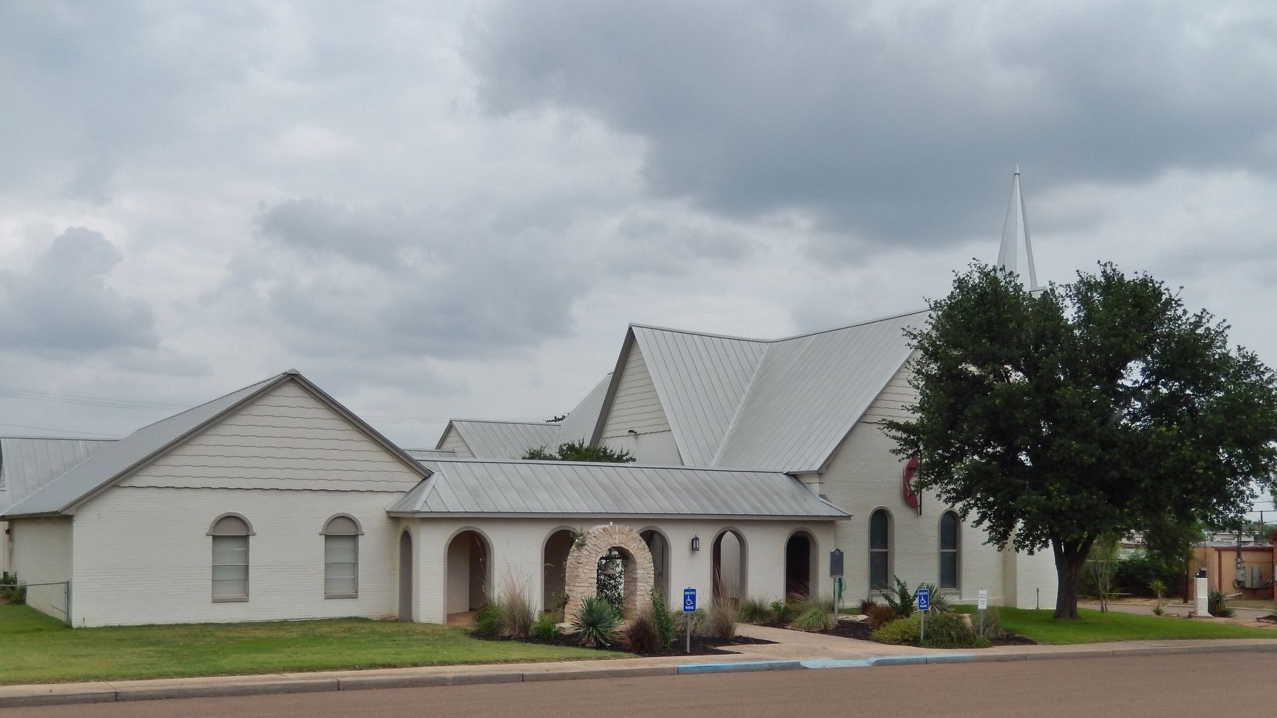 The First United Methodist Church of Cotulla (<i>marker visible near center</i>) image. Click for full size.