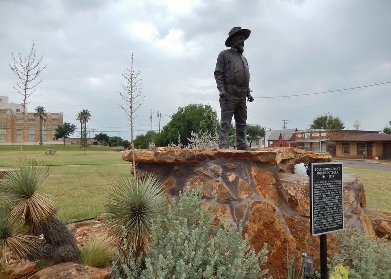 Joseph Cotulla Marker (<i>tall view; showing sculpture, fountain & garden</i>) image. Click for full size.