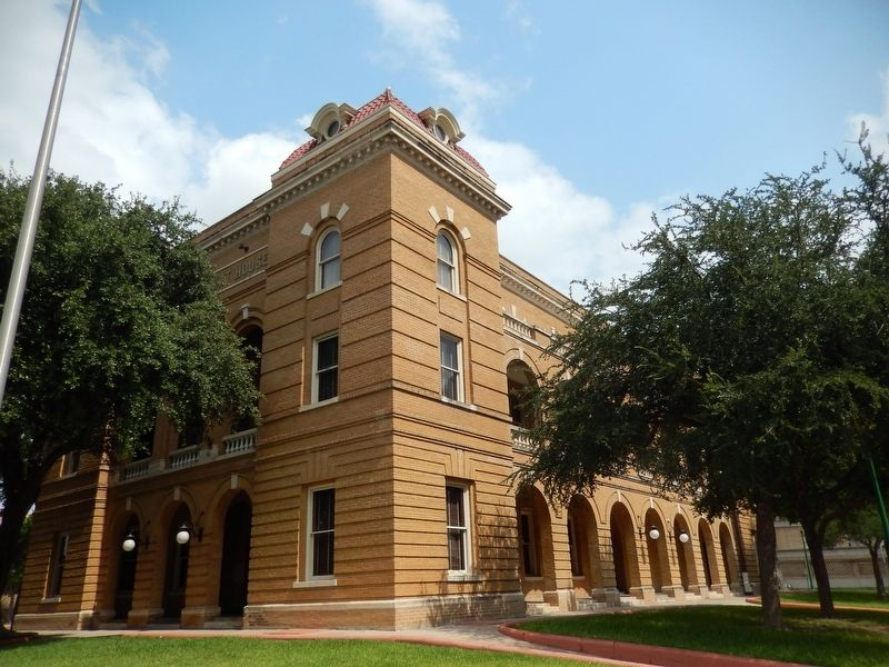 Webb County Courthouse (<i>southeast corner view</i>) image. Click for full size.