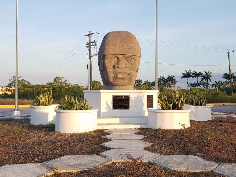 Olmec Colossal Head and Markers image. Click for full size.