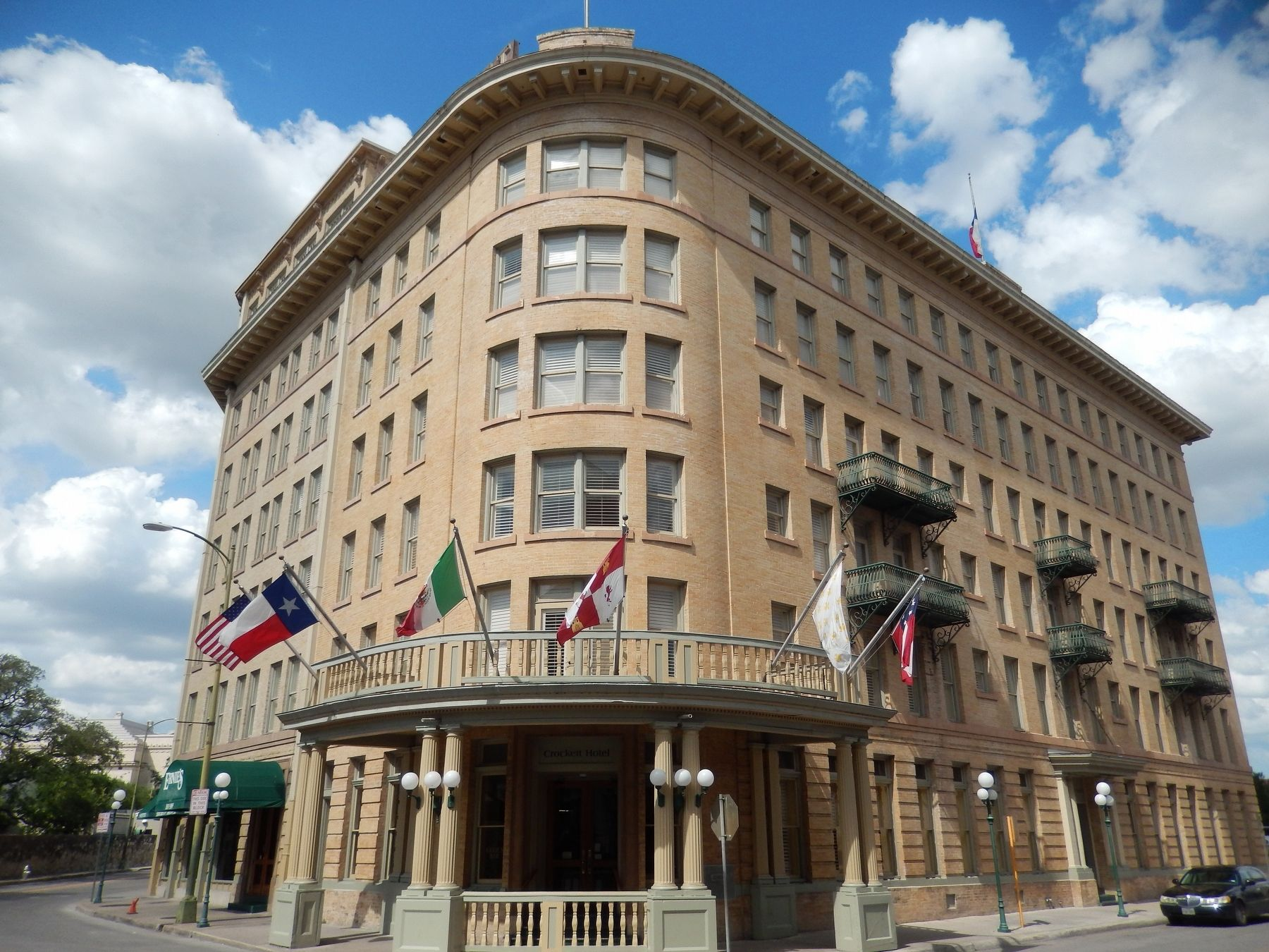 Crockett Hotel image. Click for full size.