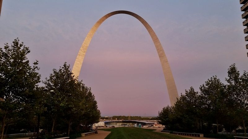 Gateway Arch at Sunset (<i>view from near marker</i>) image. Click for full size.