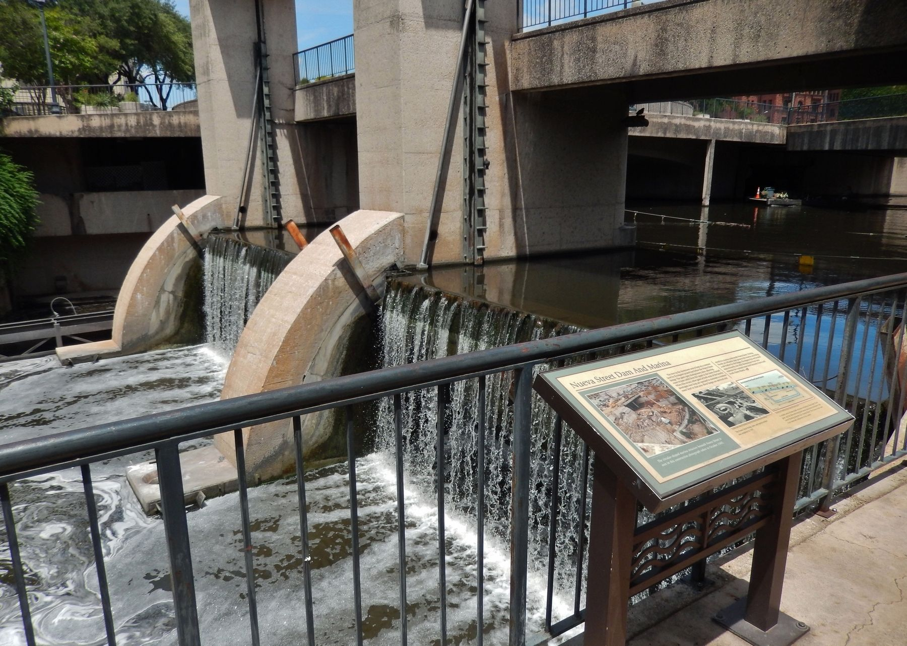 Nueva Street Dam and Marina Marker (<i>wide view</i>) image. Click for full size.