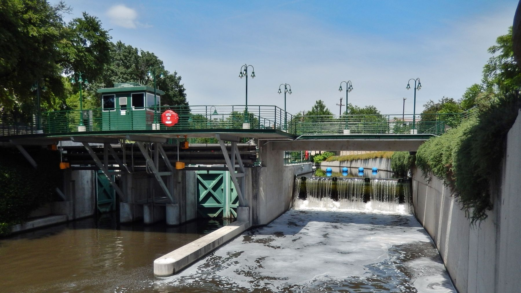 Brooklyn Avenue Locks & Dam (<i>wide view</i>) image. Click for full size.