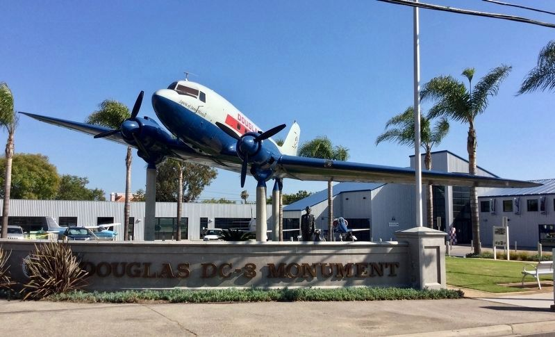 Douglas DC-3 image. Click for full size.