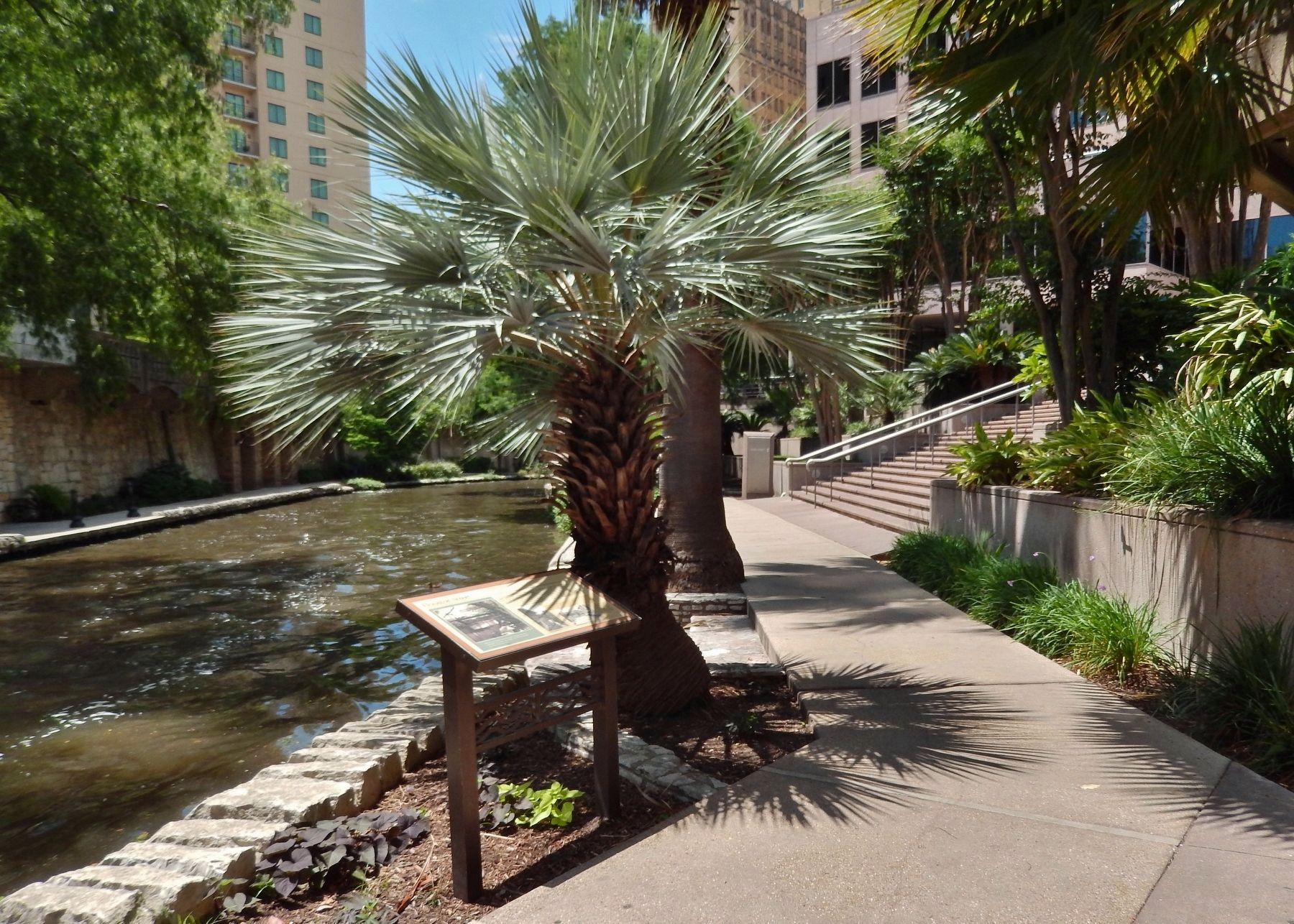 Houston Street Marker (<i>wide view; looking north along San Antonio River</i>) image. Click for full size.