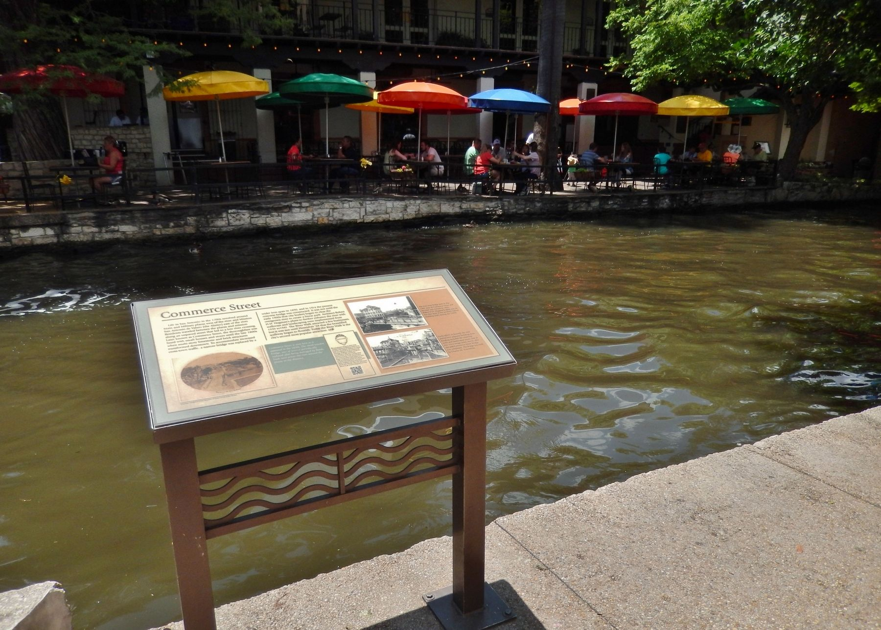 Commerce Street Marker (<i>wide view; overlooking the San Antonio River</i>) image. Click for full size.