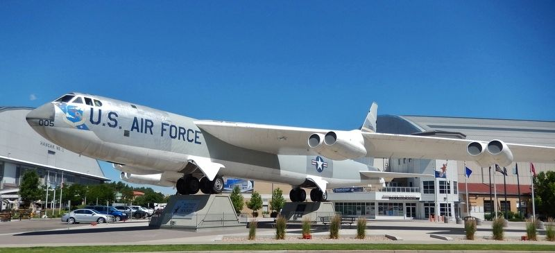 Boeing RB-52B Stratofortress image. Click for full size.