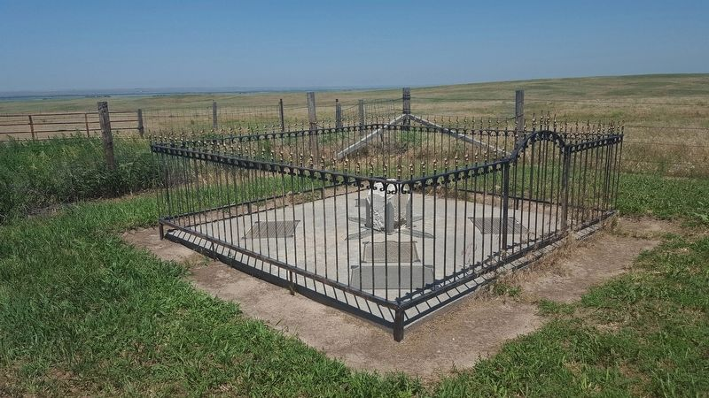Keith County Nebraska Marker (<i>wide view; marker at opposite end, behind post, in enclosure</i>) image. Click for full size.