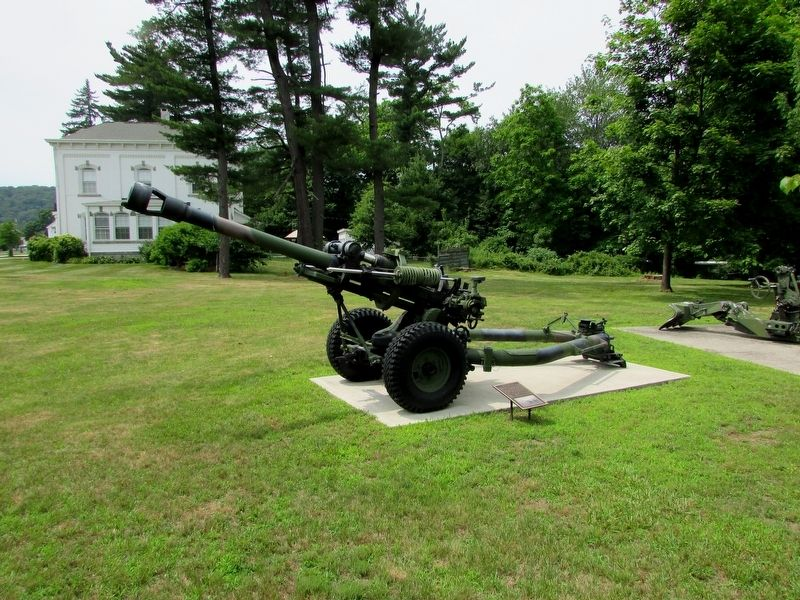 M119 Howitzer and Marker image. Click for full size.