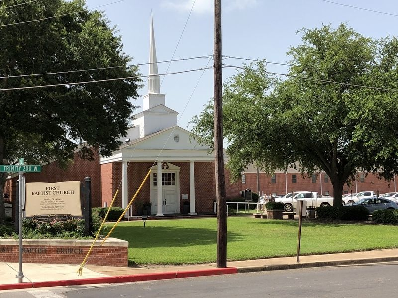 First Baptist Church of Madisonville image. Click for full size.