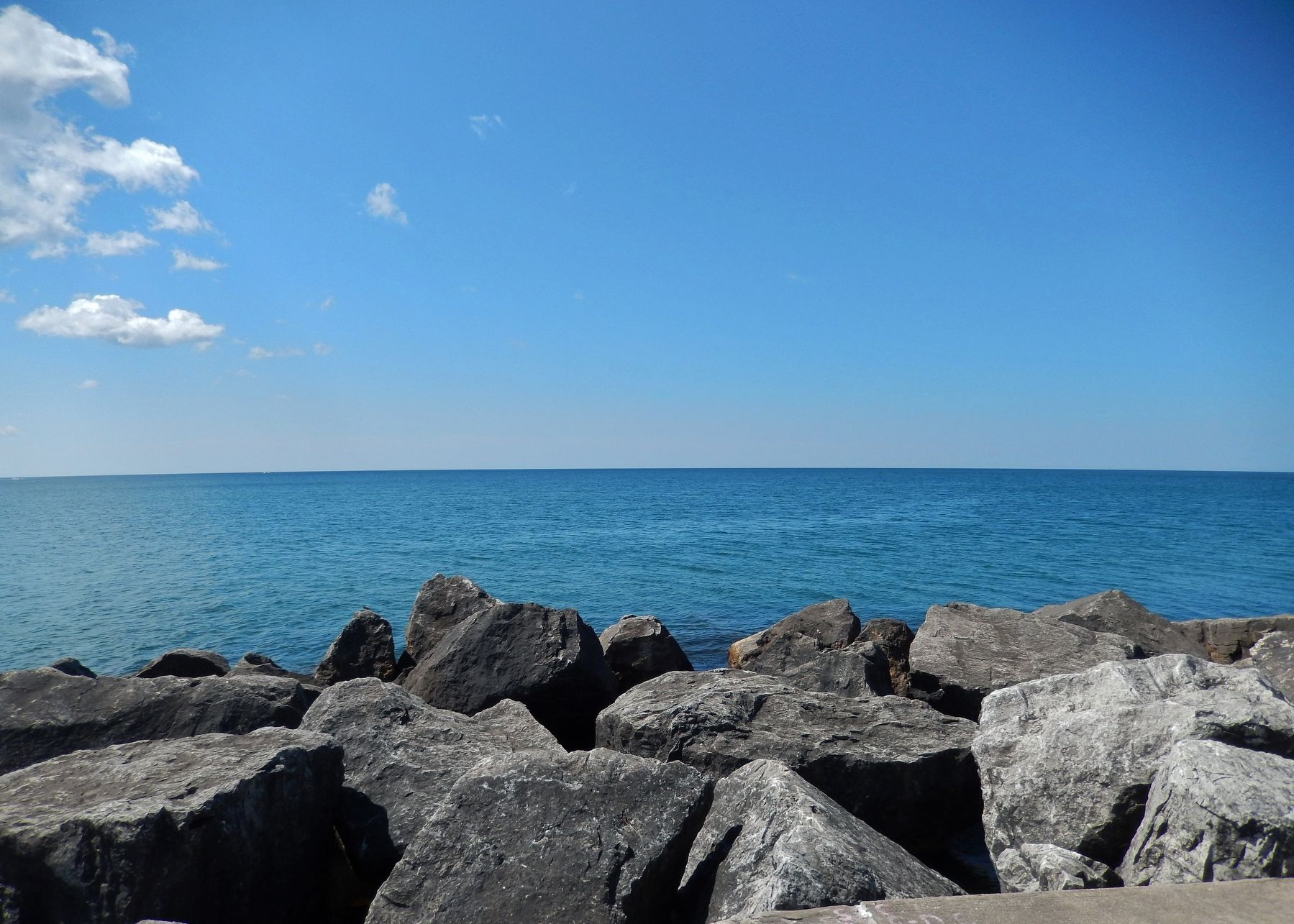Muskegon Fishing Reef (<i>view southwest into Lake Michigan - the direction of the marker arrow</i>) image. Click for full size.