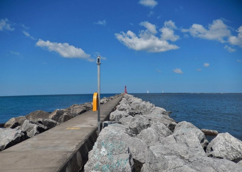 Muskegon South Breakwater Lighthouse (<i>view from marker</i>) image. Click for full size.