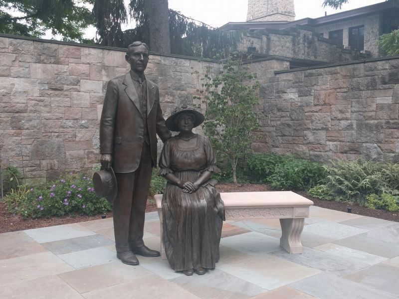 Henry and Clara Ford Statue image. Click for full size.