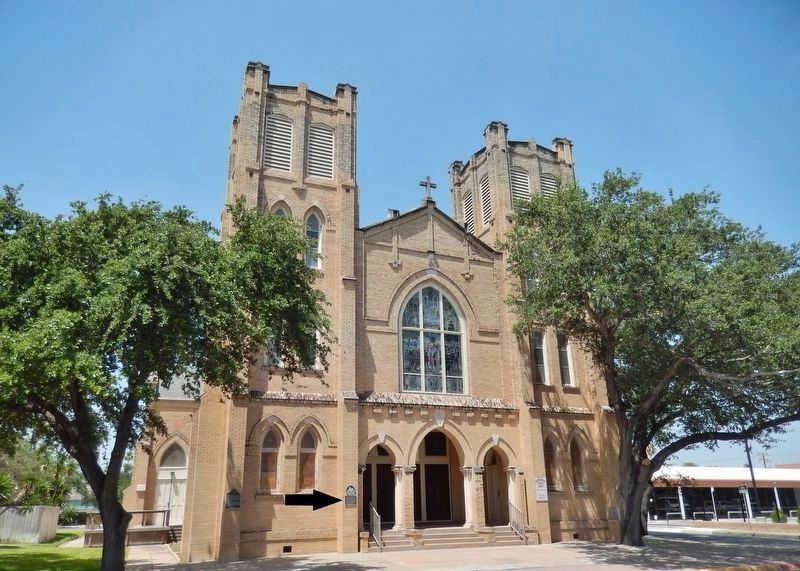 Sacred Heart Catholic Church (<i>marker visible left of entrance</i>) image. Click for full size.