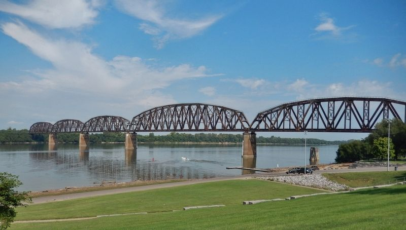 Henderson Railroad Bridge across the Ohio River (<i>view northwest from marker</i>) image. Click for full size.