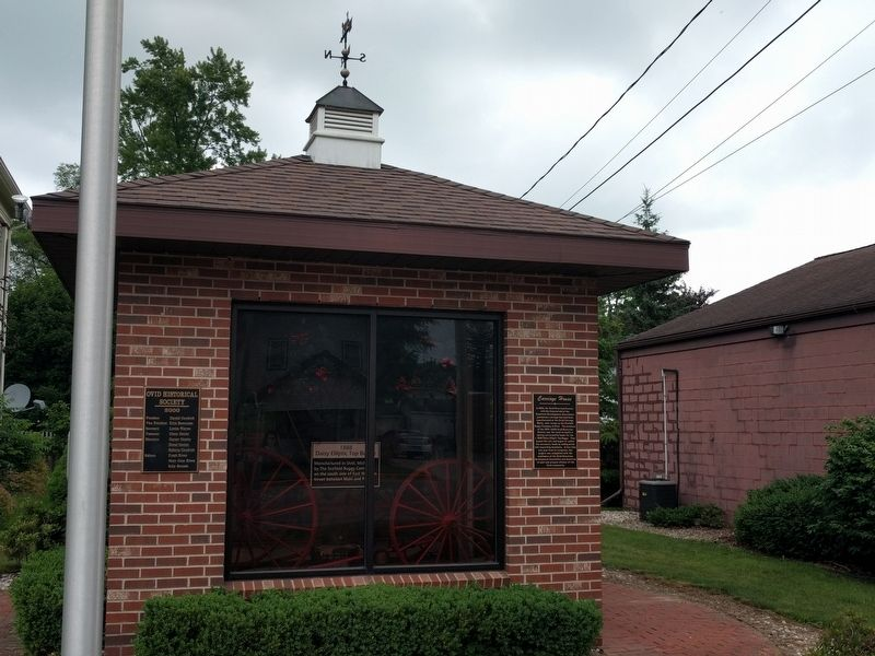 Carriage House and Marker image. Click for full size.