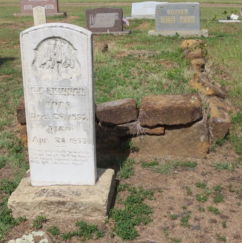 First marked burial, Skinners' daughter E.F. (Emily), mentioned on marker. image. Click for full size.