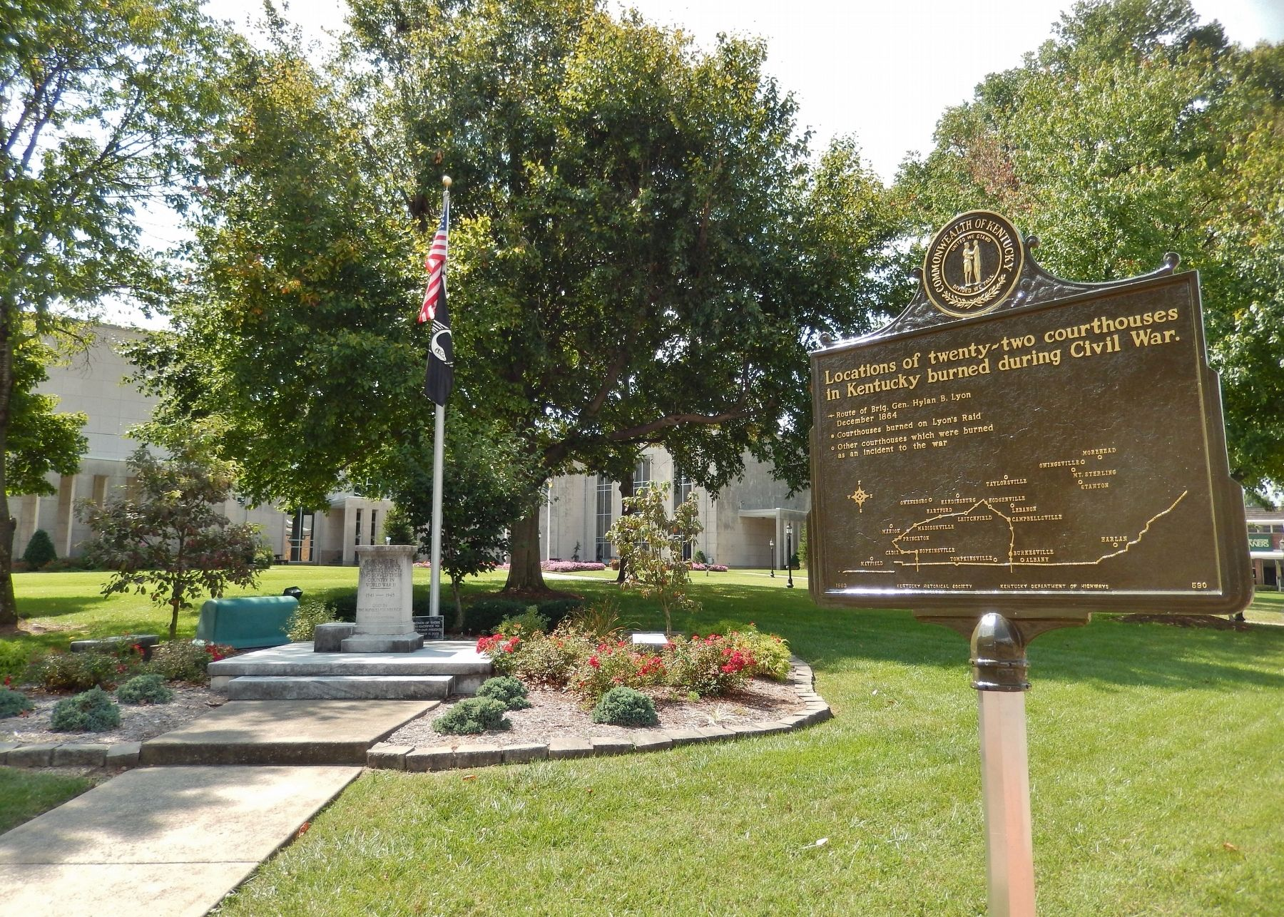 Courthouse Burned Marker (<i>side 2; wide view; Daviess County WWI Memorial in background</i>) image. Click for full size.
