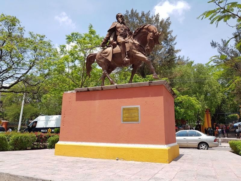 A view to the west of the monument to General Mariano Escobedo image. Click for full size.