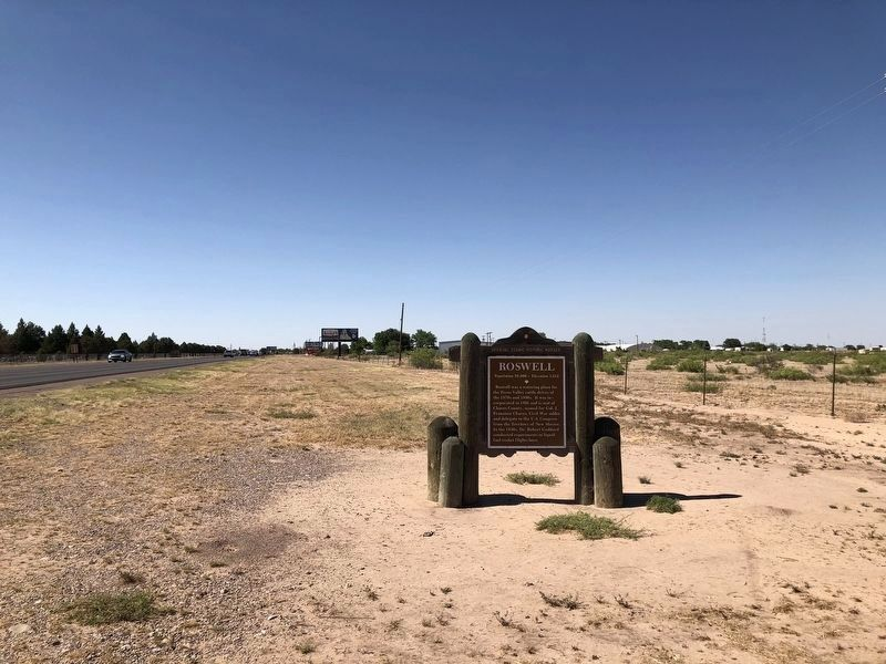 Roswell Marker - Wide View image. Click for full size.