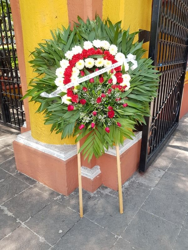 A nearby memorial wreath to Maximilian, Mejía and Miramon image. Click for full size.