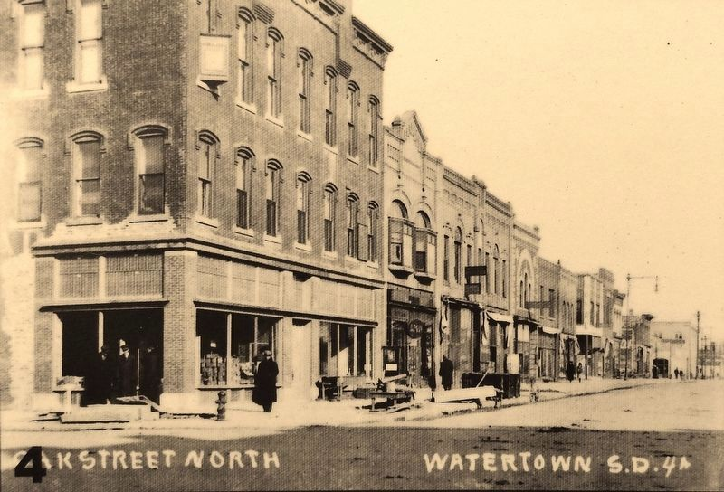 Marker photo 4: West side of Broadway (Oak Street) looking north image. Click for full size.