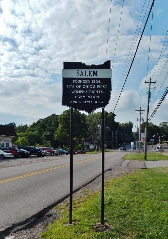 Salem Marker (<i>tall view; looking north along South Lincoln Avenue</i>) image. Click for full size.