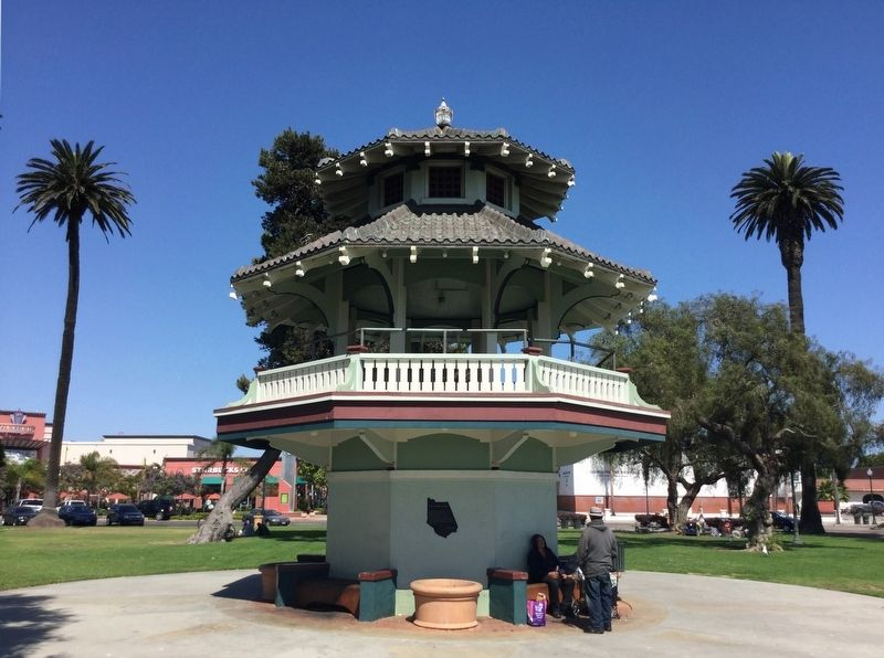 The Oxnard Pagoda and Marker image. Click for full size.