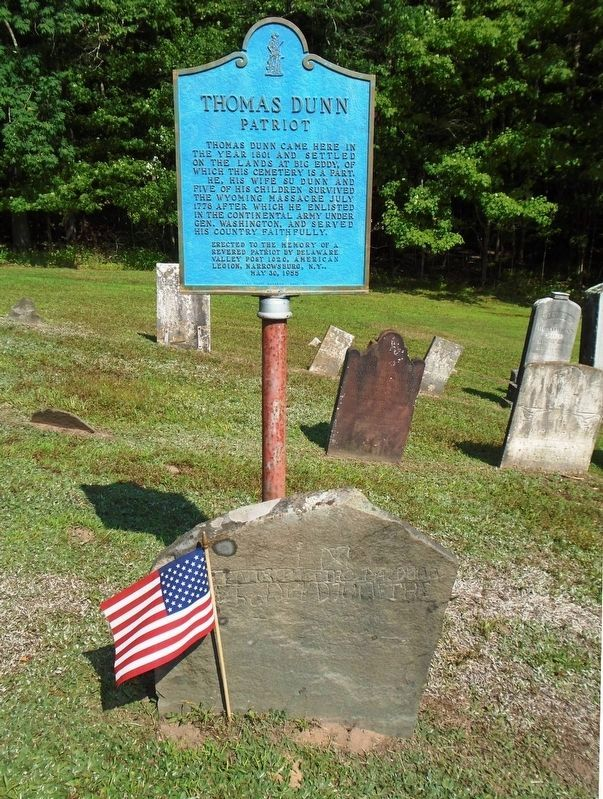 Thomas Dunn Cenotaph and Marker image. Click for full size.