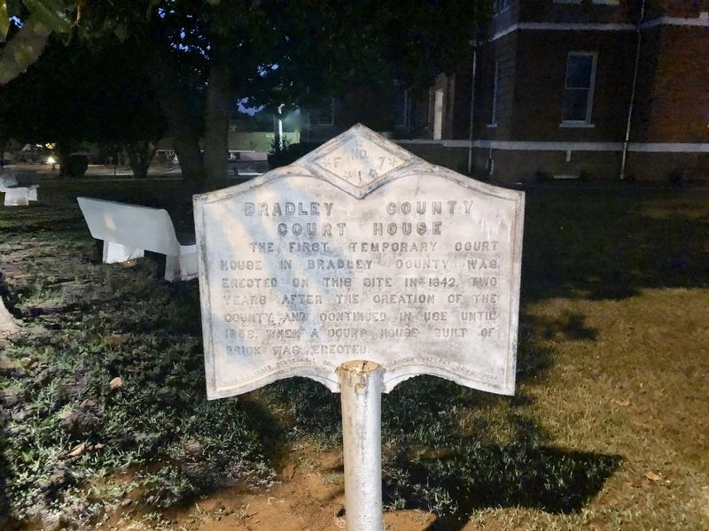 Bradley County Court House Marker at the courthouse. image. Click for full size.