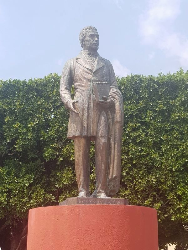A nearby statue of José María Luis Mora in Comonfort's civic plaza dedicated to him image. Click for full size.