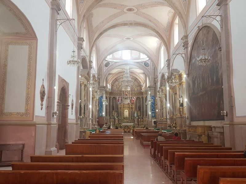 An interior view of the San Francisco de Asís Catholic Church of Comonfort image. Click for full size.