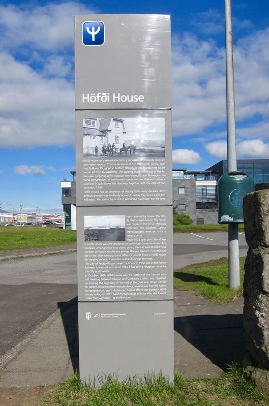 Höfði House Marker - English side image. Click for full size.