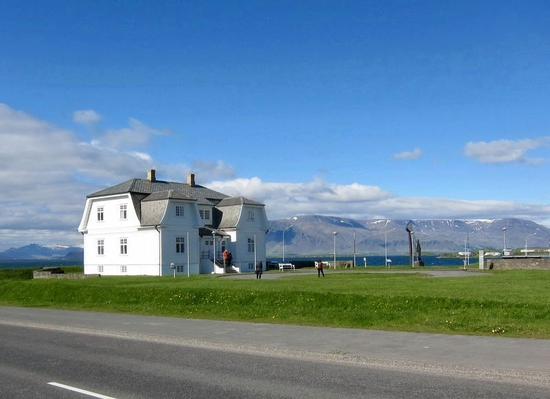 Höfði House and Marker - looking northeast image. Click for full size.