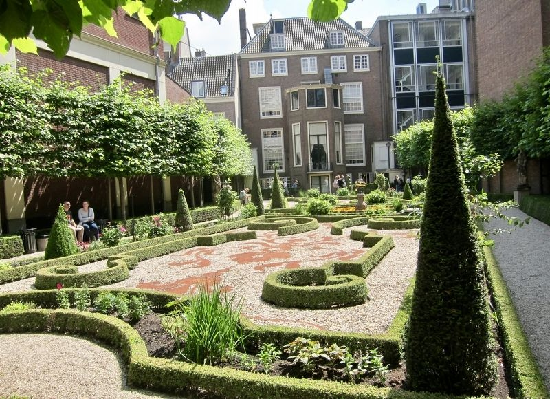 Museum Willet-Holthuysen rear garden image. Click for full size.