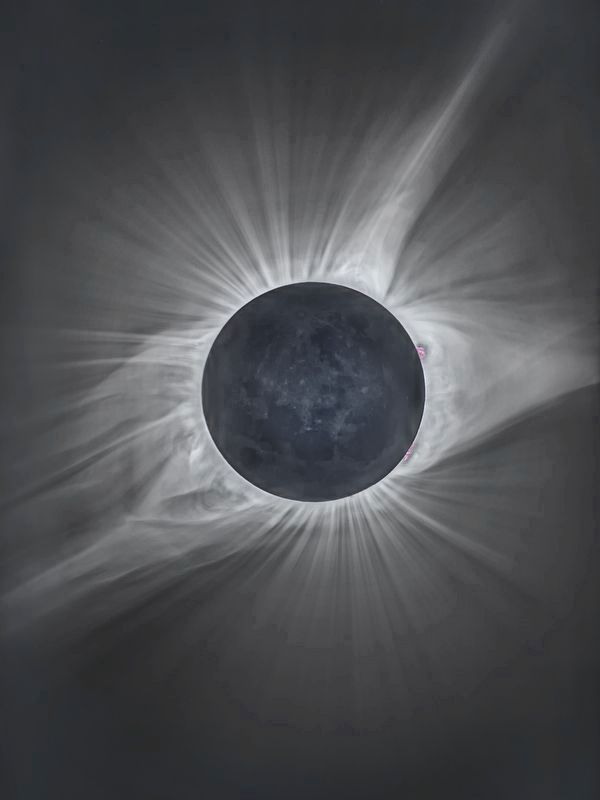 The eclipse from outside Crowheart, Wyoming image. Click for full size.