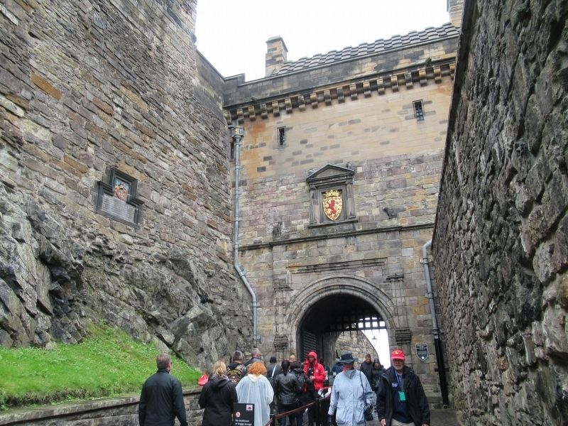 Sir William Kirkcaldy Marker at the entrance to Edinburgh Castle image. Click for full size.