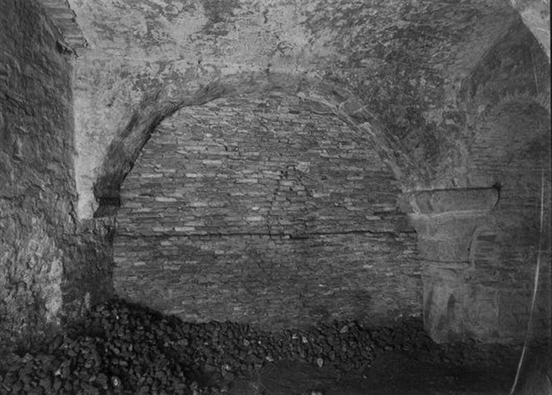 Paleis Lofen - remnants visible in the cellar image. Click for full size.