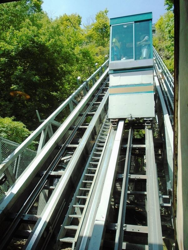 Funiculaire / Funicular image. Click for full size.