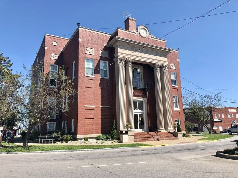 Grayson County Courthouse where the marker was located. image. Click for full size.