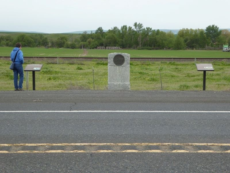Old Oregon Trail Memorial image. Click for full size.